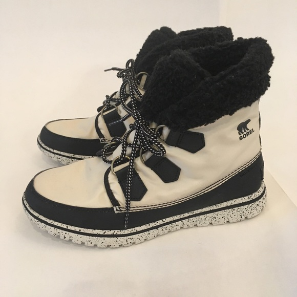 e6ee4c22e6ab Sorel Cozy Carnival Boot. M 5bdb59e57386bcaf2d90741b